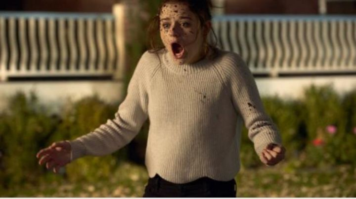 The sweater's beige Claire Shannon (Joey King) I wish : make a wish Movie