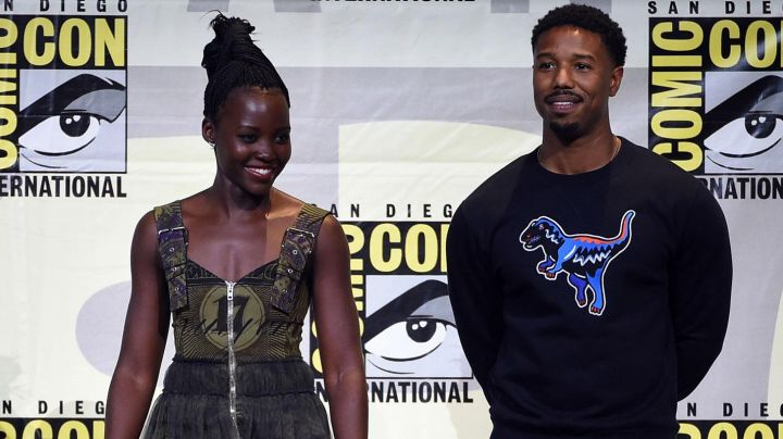 """The sweatshirt Coach """"T-Rex"""" Michael B. Jordan at the last Comic Con in San Diego - Movie Outfits and Products"""