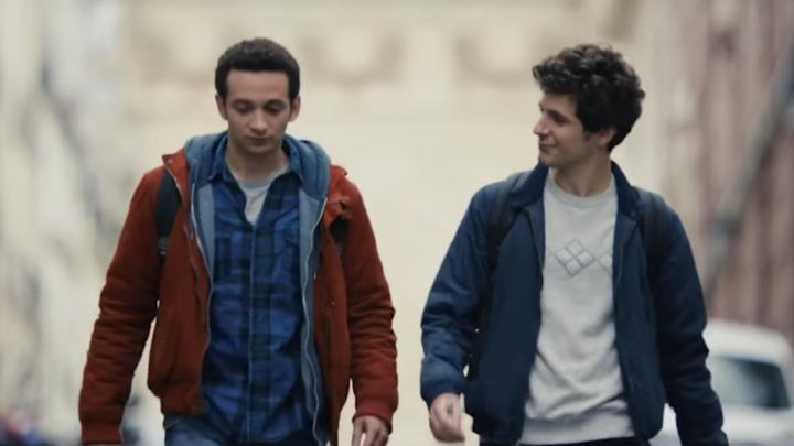 The sweatshirt white worn by Antoine (Vincent Lacoste) in First year movie