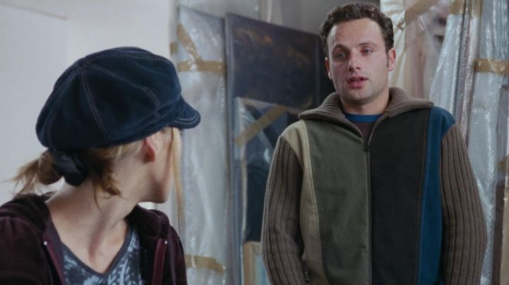 The sweatshirt zipped worn by Mark (Andrew Lincoln) in Love Actually - Movie Outfits and Products