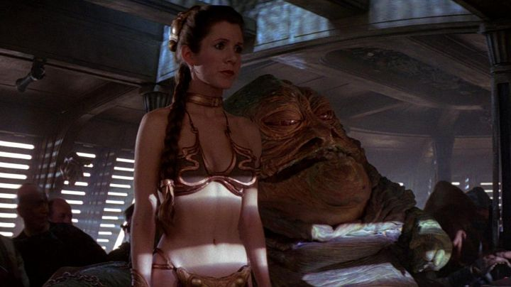 The swimsuit metallic Princess Leia (Carrie Fisher) in return of The Jedi