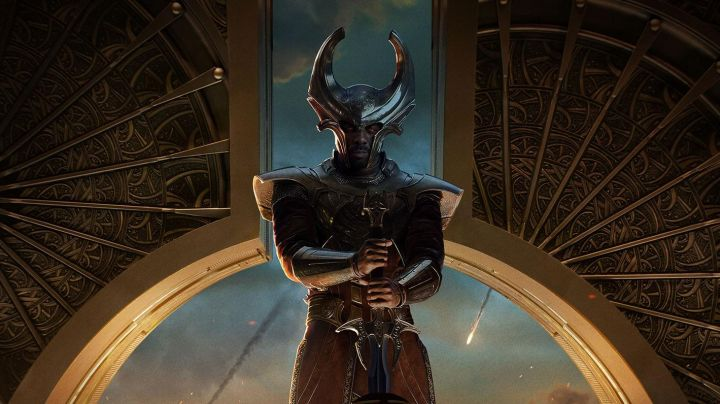 The sword of Heimdall (Idris Elba) in Thor : the Dark World, The - Movie Outfits and Products