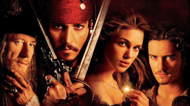 The sword of Jack Sparrow (Johnny Depp) in Pirates of the Caribbean : The Curse of the Black Pearl movie