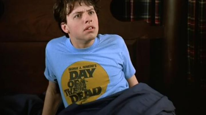 Fashion Trends 2021: The t-shirt Day of the Dead Romero of Morgan Stewart (Jon Cryer) in Morgan Stewart's Coming Home