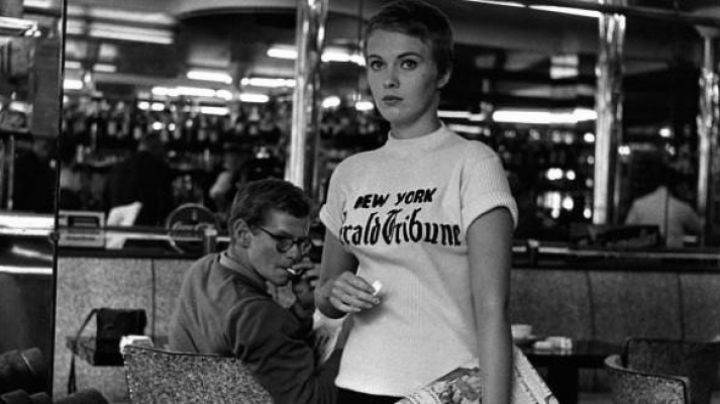 """Fashion Trends 2021: The t-shirt """"Herald Tribune NY"""") and Patricia Franchini (Jean Seberg) in out of breath"""