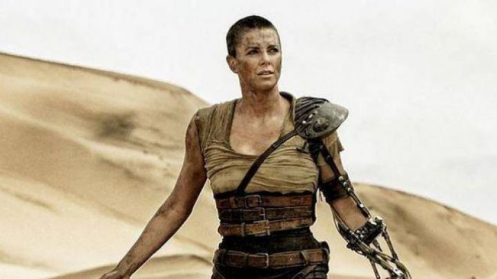 The t-shirt Imperator Furiosa (Charlize Theron) in ' Mad Max : Fury Road movie