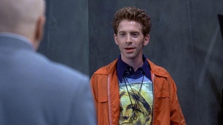 """The t-shirt Nirvana / Kurt Cobain Scott Evil (Seth Green) in """" Austin Powers - Movie Outfits and Products"""