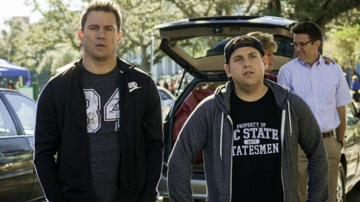 """Fashion Trends 2021: The t-shirt """"PROPERTY OF MC STATE STATESMAN"""" of Morton Schmidt (Jonah Hill) in 22 Jump Street"""