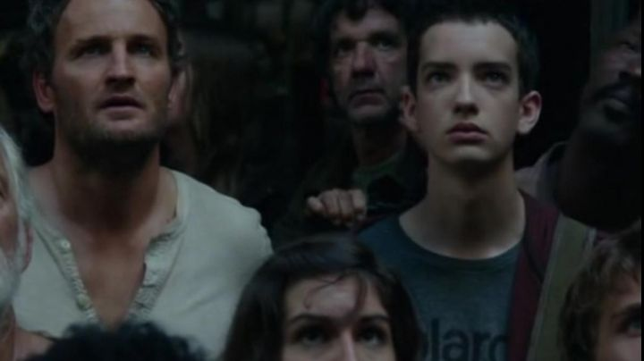 Fashion Trends 2021: The t-shirt Polaroid of Alexander (Kodi Smit-McPhee) in The planet of the apes : The confrontation