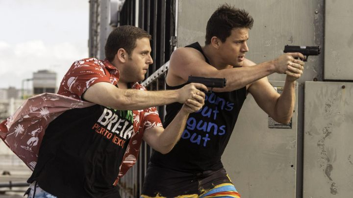 """Fashion Trends 2021: The t-shirt """"SUNS OUT GUNS OUT"""" Greg Jenko (Channing Tatum) in 22 Jump Street"""