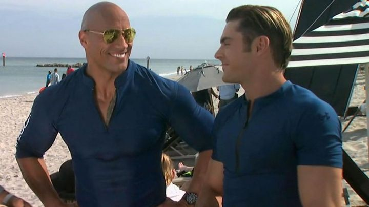The t-shirt, blue tight-fitting Under Armour zip Matt Brody (Zac Efron) in Baywatch : baywatch - Movie Outfits and Products