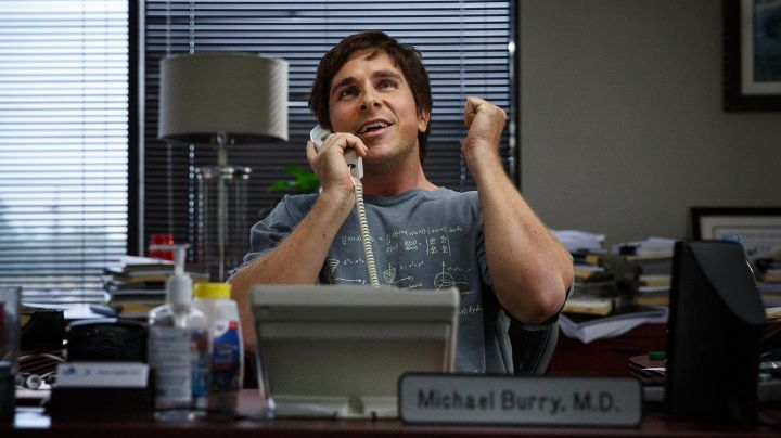 The t-shirt equation of Christian Bale in ' The Big Short - Movie Outfits and Products