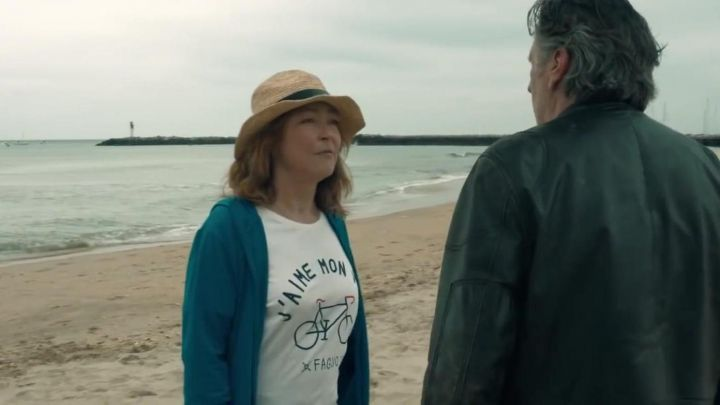 """The t-shirt in Order to """"I love my bike"""" worn by Simone (Catherine Frot) Who loves me follow me ! Movie"""