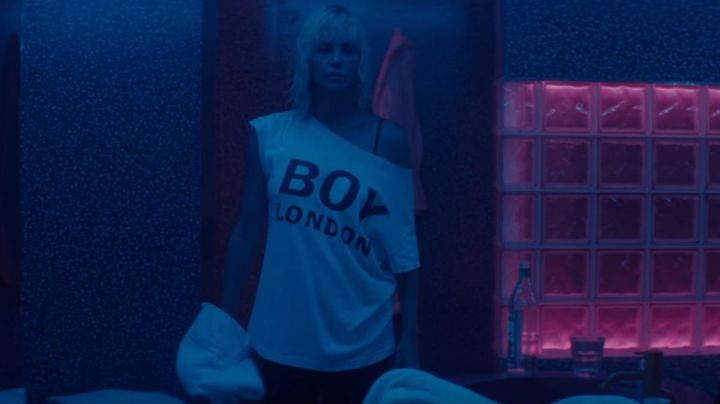 Fashion Trends 2021: The t-shirt of Lorraine Broughton (Charlize Theron) in Atomic blonde