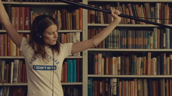 """The t-shirt """"some college I didn't go to"""" blue and white Tipper (Dree Hemingway) in While We're Young Movie"""