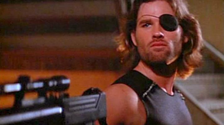The t-shirt / tank top in Snake Plissken (Kurt Russell) in Escape from New York movie