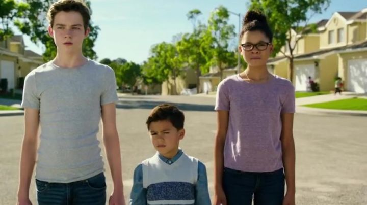 The t-shirt violet-Meg Murry (Storm Reid's) in A shortcut in time - Movie Outfits and Products