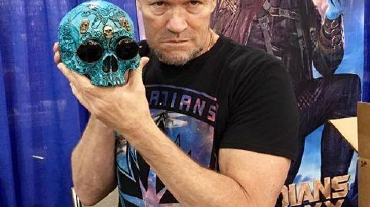 """Fashion Trends 2021: The t-shirt with logo """"Ravage"""" of Michael Rooker for the promo of Guardians of the Galaxy Vol.2"""