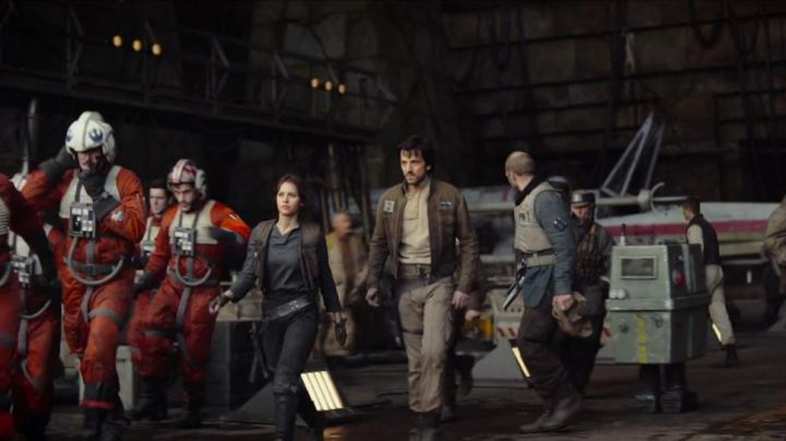 The tan pants of Cassian Andor (Diego Luna) in Rogue One : A Star Wars Story - Movie Outfits and Products