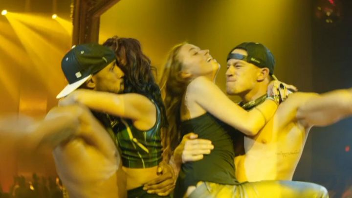 The tank top black and smoothly worn by Zoe (Amber Heard) in Magic Mike XXL movie