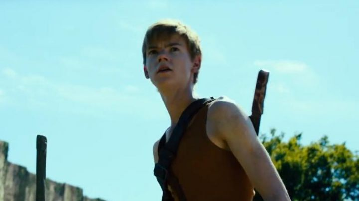 The tank top brown Newt (Thomas Brodie-Sangster) into The Labyrinth : The Cure mortal Movie