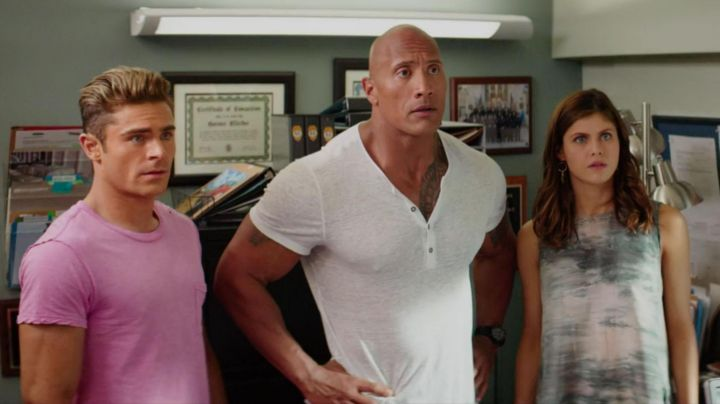 The tank top oversize Summer Quinn (Alexandra Daddario) in Baywatch : baywatch - Movie Outfits and Products