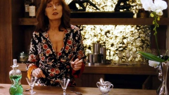 The teapot Stelton in Irresistible Alfie - Movie Outfits and Products