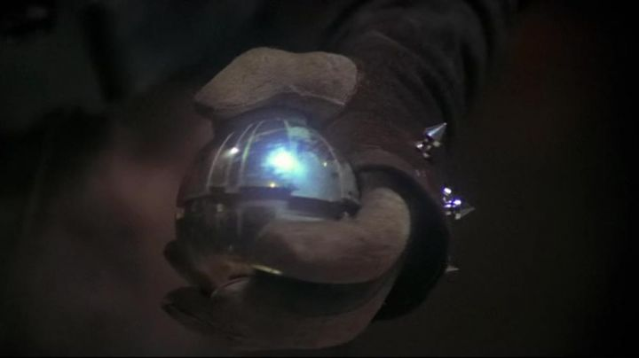 The thermal detonator in Star Wars VI : return of The Jedi - Movie Outfits and Products