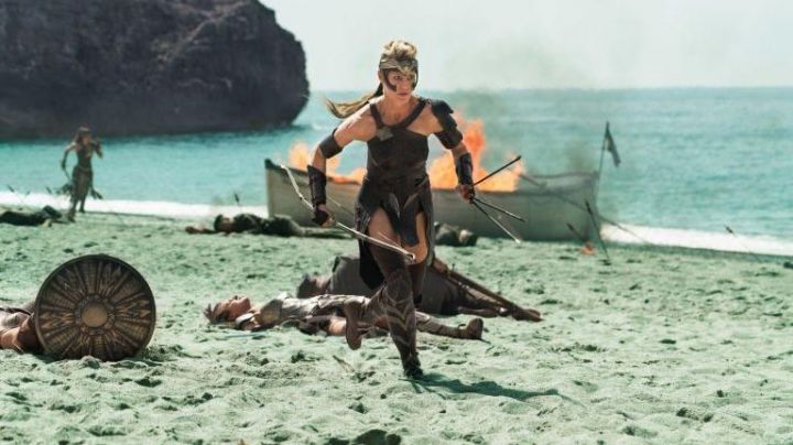 Fashion Trends 2021: The tiara Antiope (Robin Wright) in Wonder Woman