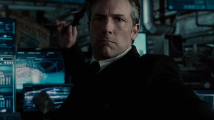 The tie in wool of Bruce Wayne (Ben Affleck) in the Justice League movie