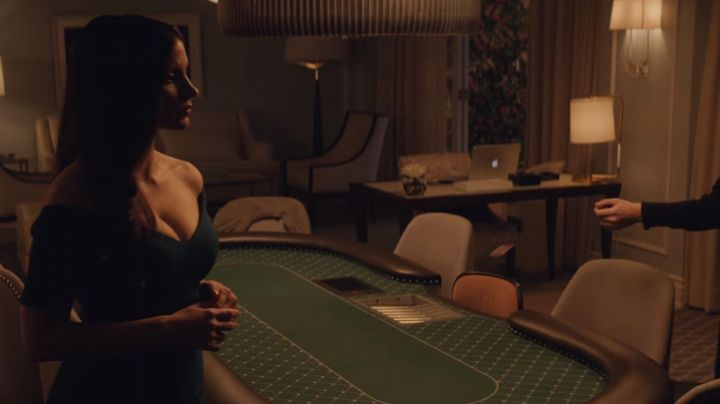 The tight dress of Molly Bloom (Jessica Chastain) in The Great Game Movie