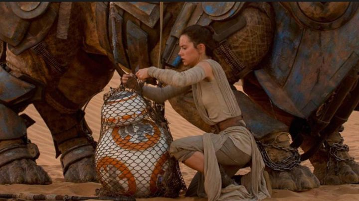 The top drappés of Rey (Daisy Ridley in Star Wars VII : The awakening of the force - Movie Outfits and Products