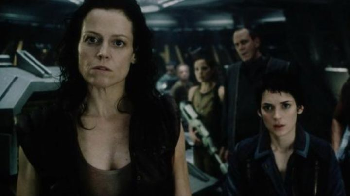 The top of Ellen Ripley (Sigourney Weaver) in Alien Resurrection - Movie Outfits and Products