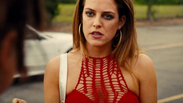 The top red hook, Krystal (Riley Keough) in the American Honey - Movie Outfits and Products