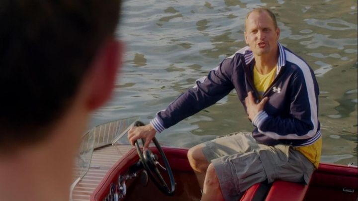 The tracksuit jacket Under Armour Tommy (Woody Harrelson) in Sex between friends Movie