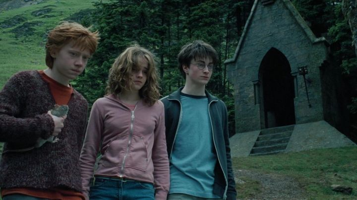 The tracksuit jacket worn by Harry Potter (Daniel Radcliffe) in Harry Potter and The Prisoner Of Azkaban - Movie Outfits and Products