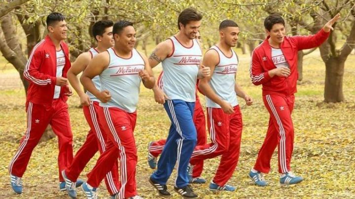 The tracksuit red of the club in McFarland, USA - Movie Outfits and Products