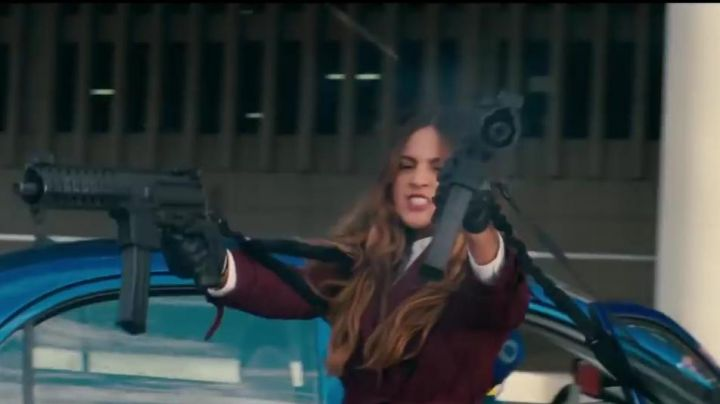 Fashion Trends 2021: The trench Coat plum Darling (Eiza González) in Baby Driver