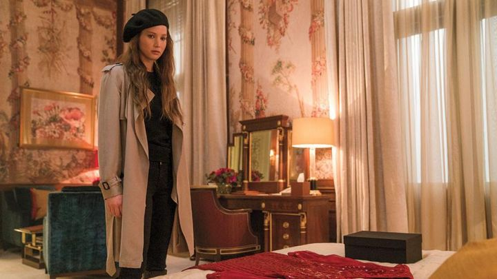 The trench coat (brand) of Dominika Egorova (Jennifer Lawrence) in Red Sparrow movie