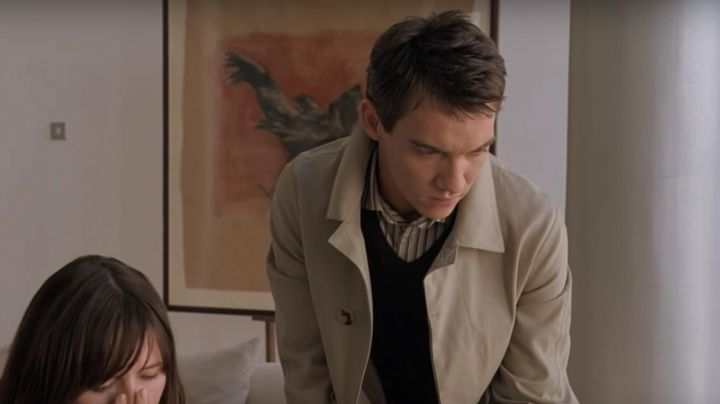 Fashion Trends 2021: The trench coat of Chris Wilton (Jonathan Rhys-Meyers) in Match Point
