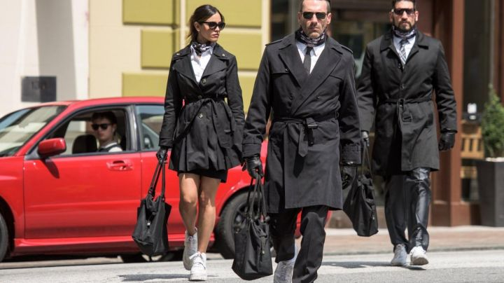 Fashion Trends 2021: The trench coat of Darling (Eiza González) in Baby Driver