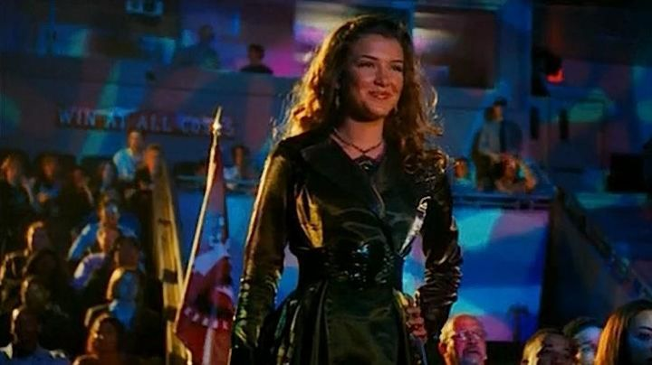Fashion Trends 2021: The trench coat of Nathalia Ramos in Bratz