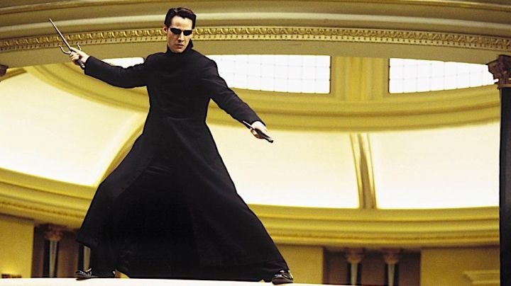 Fashion Trends 2021: The true long coat worn by Neo (Keanu Reeves) in the Matrix Reloaded