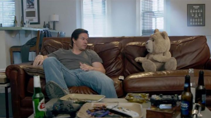The true t-shirt James Perse from Mark Wahlberg in Ted 2 - Movie Outfits and Products