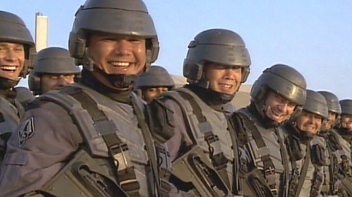 Fashion Trends 2021: The true uniform of the infantry mobile in Starship Troopers