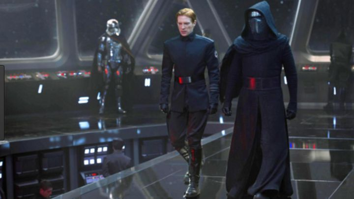 """The tunic hoody Kylo Ren (Adam Driver) in """" Star Wars VII : The awakening of the force - Movie Outfits and Products"""