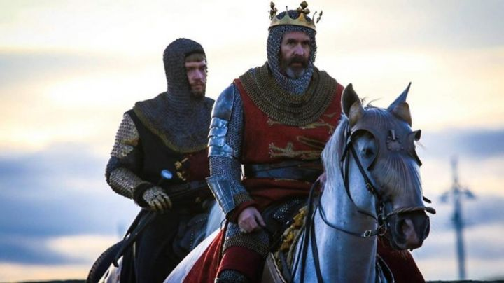 The tunic of the king of England Edward I (Stephen Dillane) in Outlaw King : The King out-of-the-law Movie