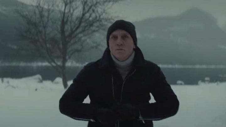 The turtleneck cashmere of Daniel Craig in Spectre movie