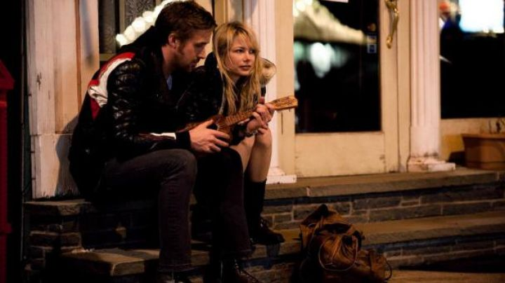 The ukulele of Dean Pereira (Ryan Gosling) in Blue Valentine - Movie Outfits and Products