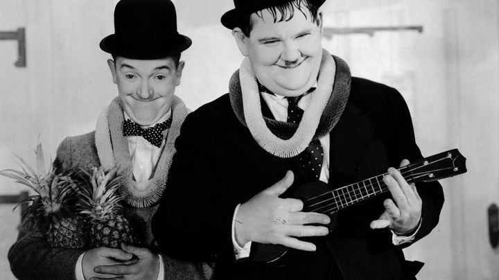 The ukulele of Ollie (Oliver Hardy) Laurel and Hardy : Les Compagnons de la nouba - Movie Outfits and Products
